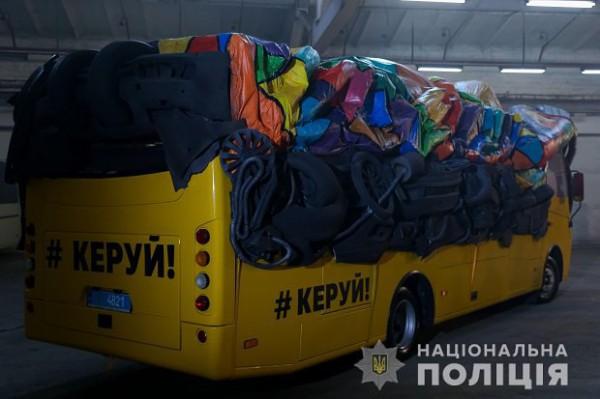 Автобус оборудован таким образом, будто за рулем никого нет
