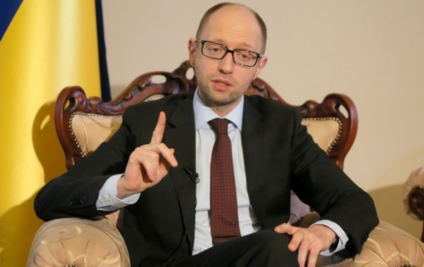Яценюк рассказал о новых правилах пересечения границы