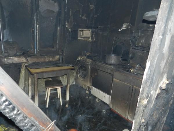 Пожарным удалось предотвратить распространение огня на соседние квартиры