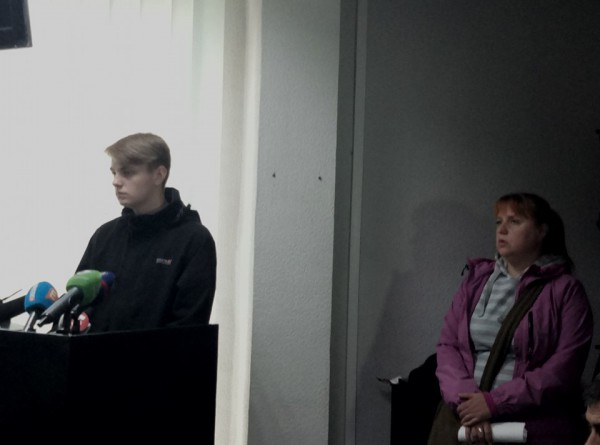 Свидетель Алексей Шапошников с матерью