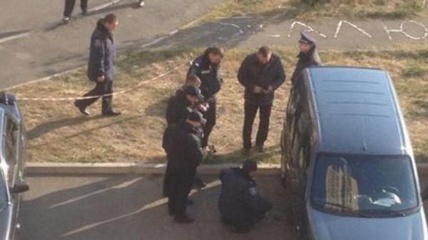 По словам очевидцев, взрывотехники успешно разминировали автомобиль