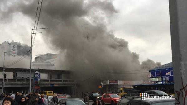 Пожар возле метро Левобережная