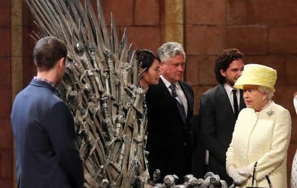 Королева Елизавета и трон