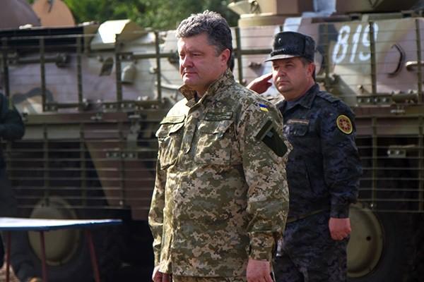 Президент поручил отправить в зону АТО военкомов, а на их место поставить раненых участников боевых действий