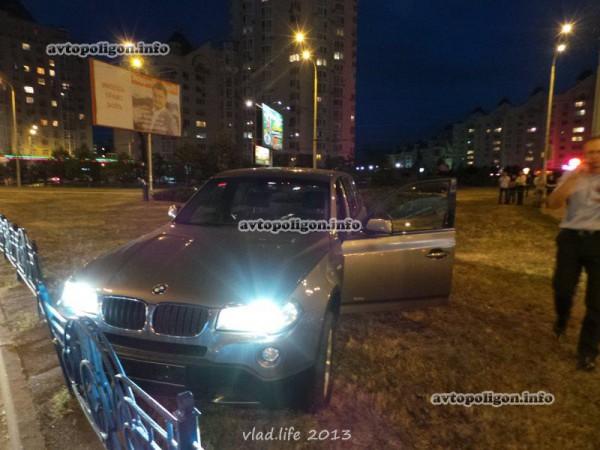 Угнанный BMW догнали, но водителю удалось сбежать