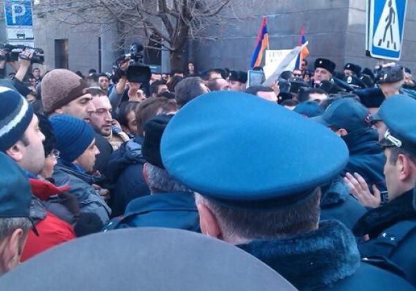 Акция протеста у посольства РФ в Ереване