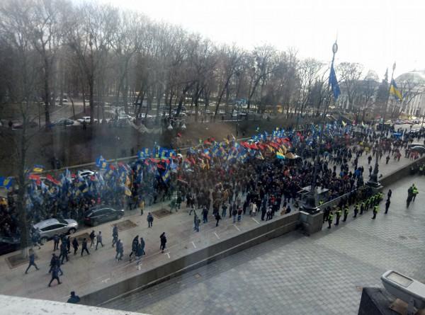 По словам организаторов, в марше участвует 10 тыс