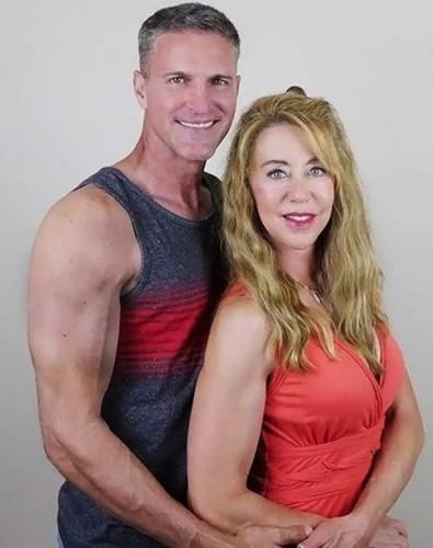 Шерил Сандерс с мужем