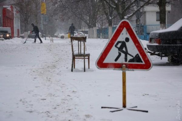 Из-за снега в Одессе запретили въезд грузовикам
