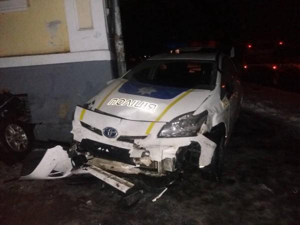 Также была повреждена стена Полтавского областного центра стоматологии