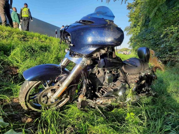 Мотоцикл выбросило в кювет