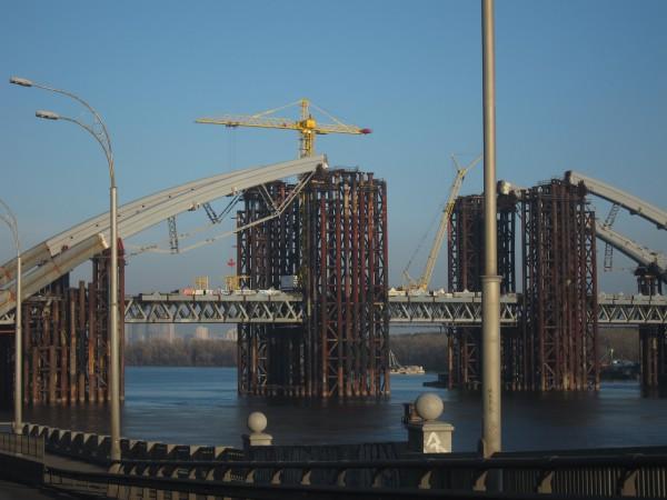 Подольский мост в Киеве строят уже 12 лет