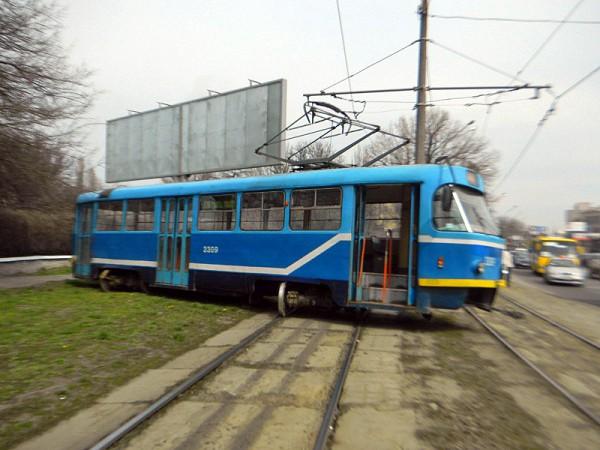 На Водопроводной трамвай ненадолго сошел с рельсов
