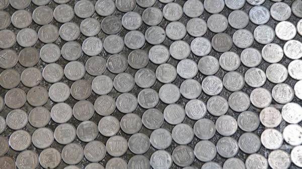 На один квадратный метр нужно около 1600 монет