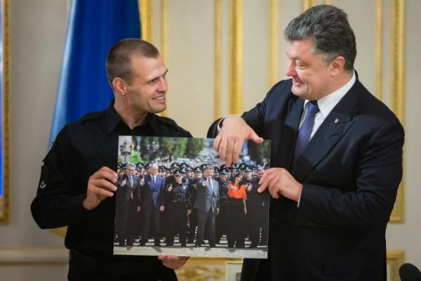 Порошенко с киевскими патрульными