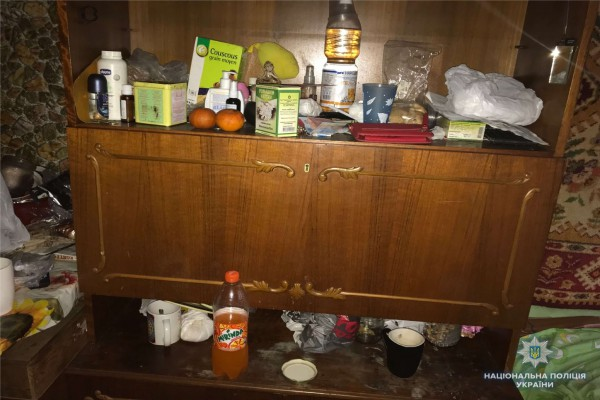 Девочка жила в подсобке в условиях антисанитарии