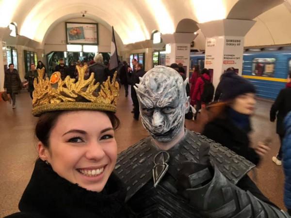 Девушке удалось примерить корону Семи Королевств Вестероса