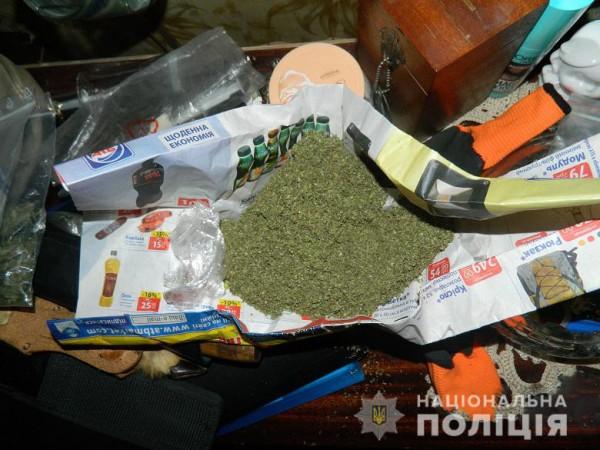 При осмотре полицейские изъяли 200 грамм канабиса