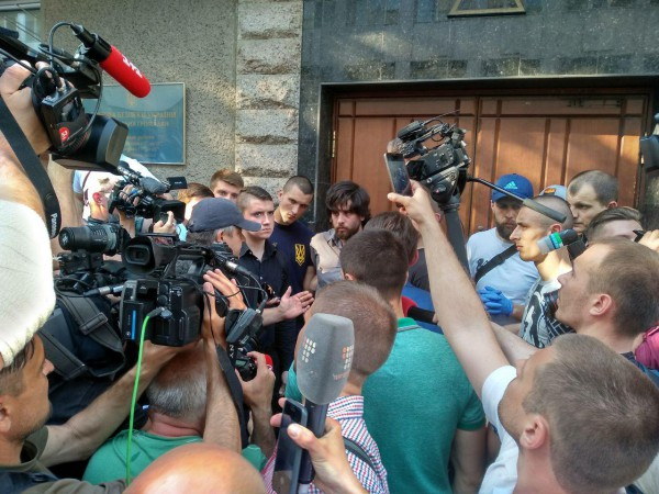 К активистам вышли представители СБУ