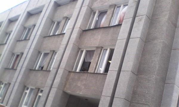 В Горловке люди штурмом взяли здание райадминистрации