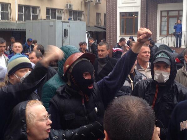 Пророссийские активисты скандировали «Свободу героям!»
