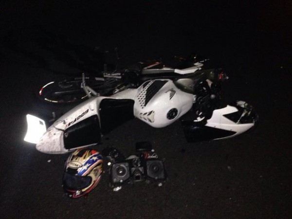Мотоцикл отбросило на тротуар