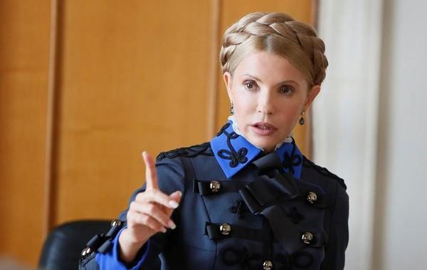 Тимошенко пришла в пиджаке а-ля генерал французской армии