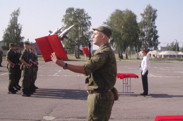 Иван Краснопрошин на плацу 53-й бригады 22 июля 2012