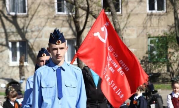 В Луганск привезли знамя победы