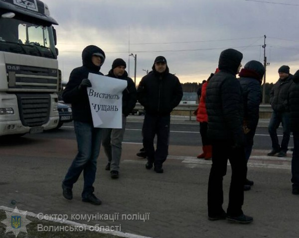Заблокированно движение к КПП Ягодин