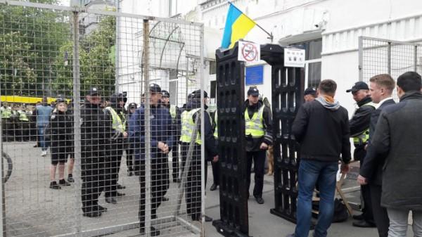 Участники марша «Бессмертный полк» инационалисты подрались вКиеве