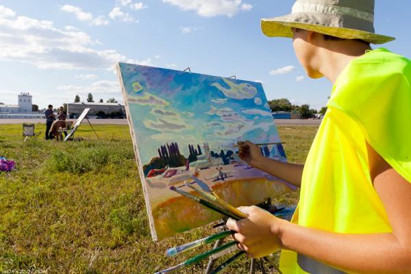 18 августа в Жулянах на плэнер собрались 17 художников. Рисовали, ясное дело, самолеты. Полюбоваться их работами можно будет в здании аэропорта.