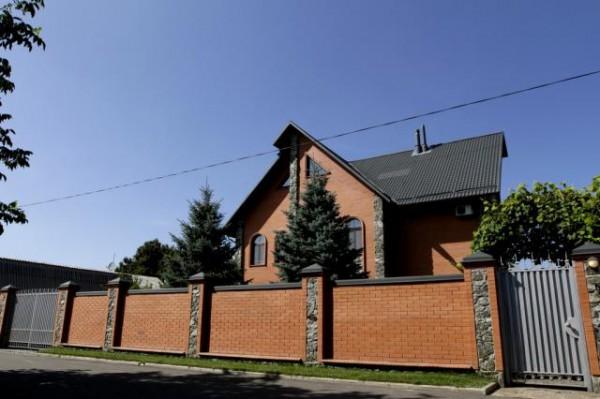 Дом Петра Мельника в родном селе Дмитровка