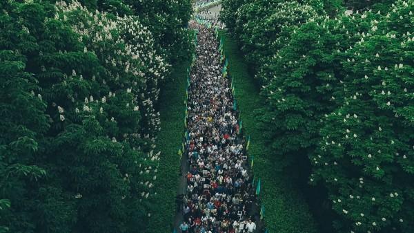 На акцию пришли около тысячи участников и трех-четырех тысяч — понаблюдать за ней