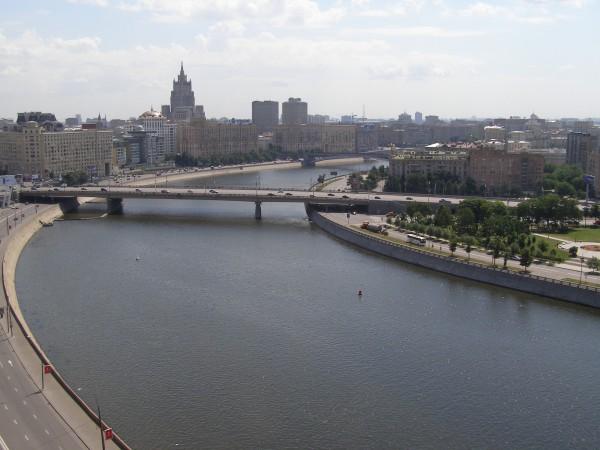 Вид на Новоарбатский мост, набережная Тараса Шевченко в Москве