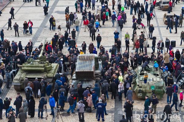 Трофейная военная техника на Михайловской площади