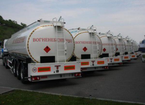 В Луганской области вооруженные люди похитили 20 бензовозов с дизтопливом.