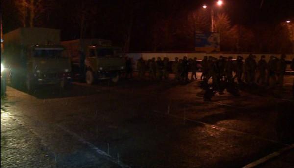 Аэропорт в Крыму захватили неизвестные люди с оружием