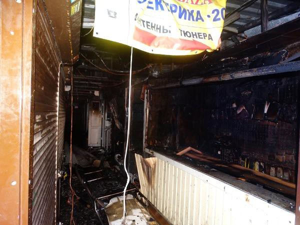 В Киеве горел радиорынок Караваевы дачи