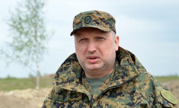 Турчинов не видит прогресса в военной сфере