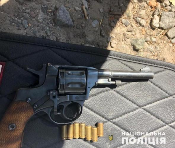 В машине подозреваемого нашли оружие и патроны