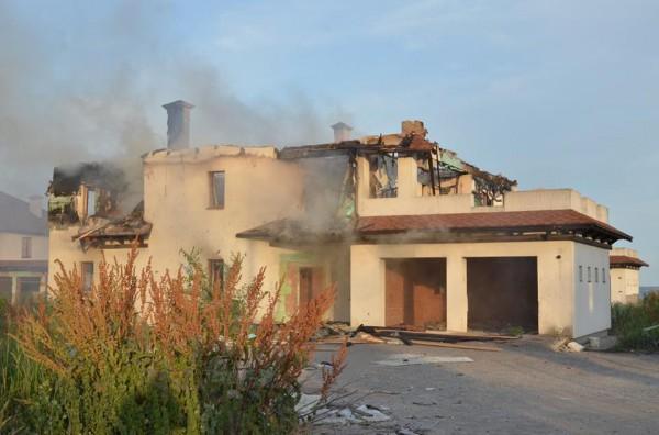 Впоселке Бердянское из-за обстрела зажегся дом