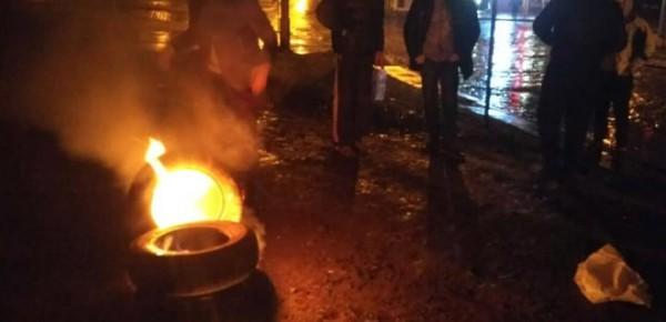 Во Львове под консульством РФ подожгли шины