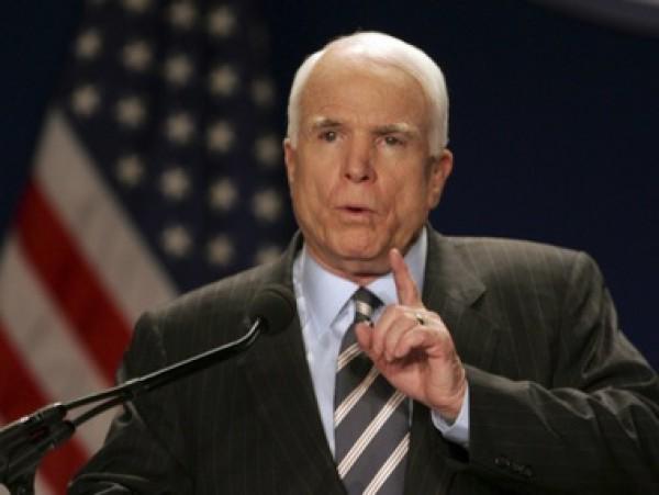 Маккейн официально отказался быть советником Порошенко