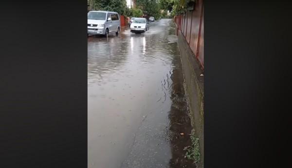 По улицам поплыли реки