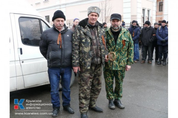 В Симферополе пикетируют Представительство президента