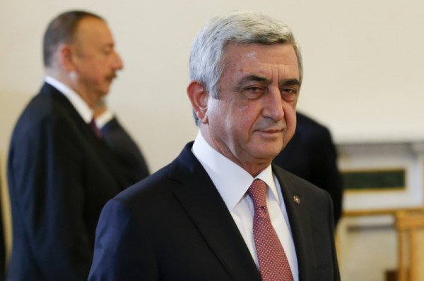 Захватчики требуют отставки Сержа Саргсяна