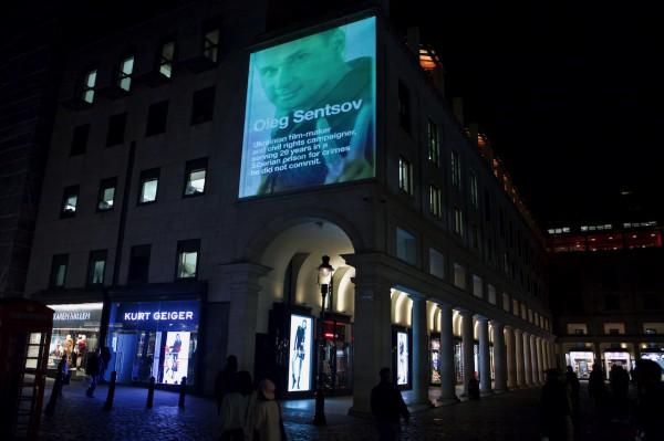 Изображения с Олегом Сенцовым транслировали на зданиях Лондона