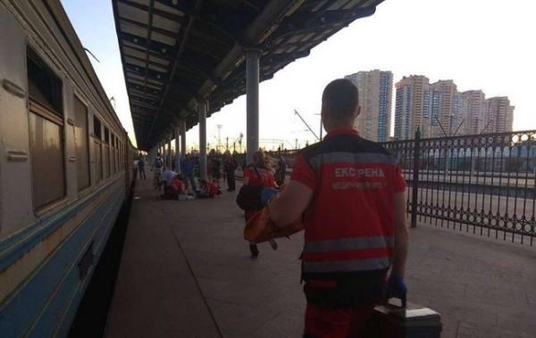 Сотрудники Дарницкого вокзала предполагают, что парень также катался на крыше электрички