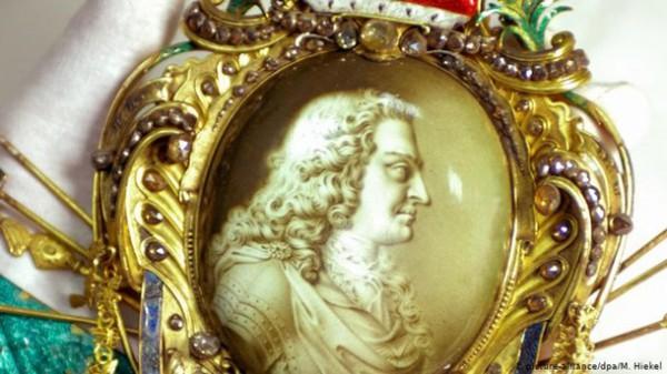Свое название музей получил в честь малахитово-зеленых колонн в Зале драгоценностей, которые сегодня закрыты зеркалами